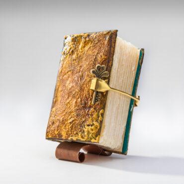 SK-1003  Сапун книга за подарък. Подарък уникат.