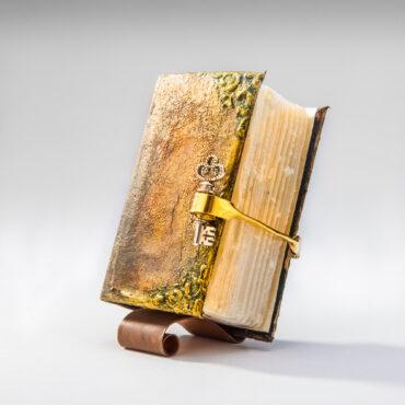 SK-1008. Сапун книга. Уникат подарък със 100% натурален сапун от Лавандула.