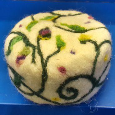 1005-PN. Натурален плъстен сапун Червена роза.