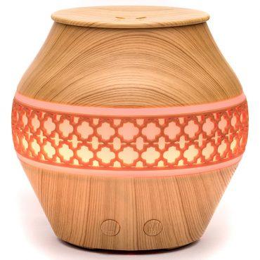 Арома дифузер вазичка с декор светло дърво.