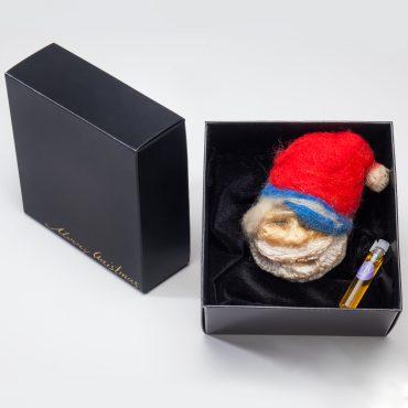 Ръчно направен сапун-ароматизатор Дядо Коледа.